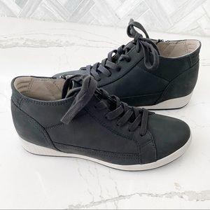 NWOT Dansko Nubuck Casual Sneaker